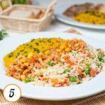 Frango desfiado com milho, purê de abóbora e arroz à grega