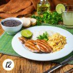 Copa lombo ao molho de limão, arroz, feijão preto e farofa